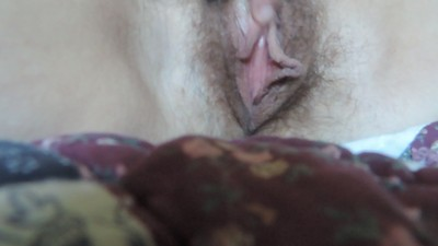 HD Hairy MILF rubs clit cums..