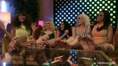 Five milf wiggle their toes..