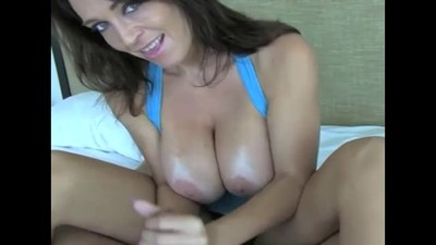 MILF GIVES AN AMAZING..