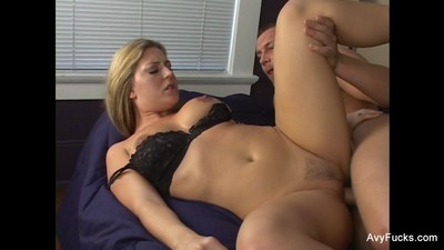 Blonde MILF Avy gets her wet..