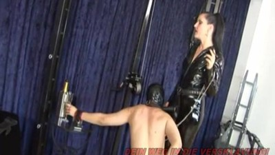 GERMAN BDSM MILF - STRAPON..