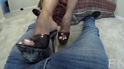 Momma gives her footboy a..