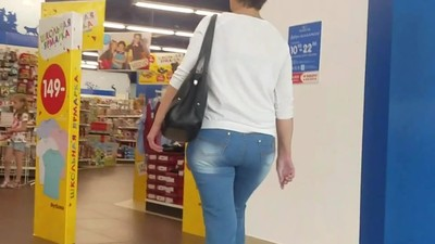Big booty ass go to the toy..